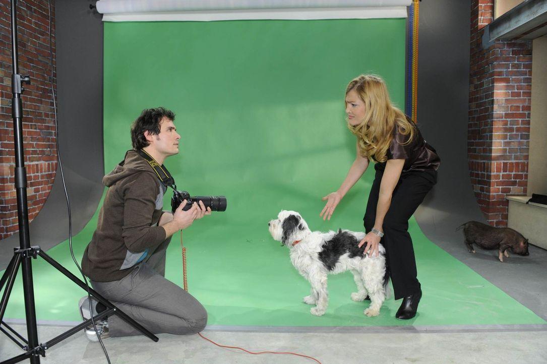 Annett (Tanja Wenzel, r.) reagiert verletzt, als Alexander (Paul Grasshoff, l.) glaubt, das Shooting ohne Mia nicht zu schaffen ... - Bildquelle: SAT.1