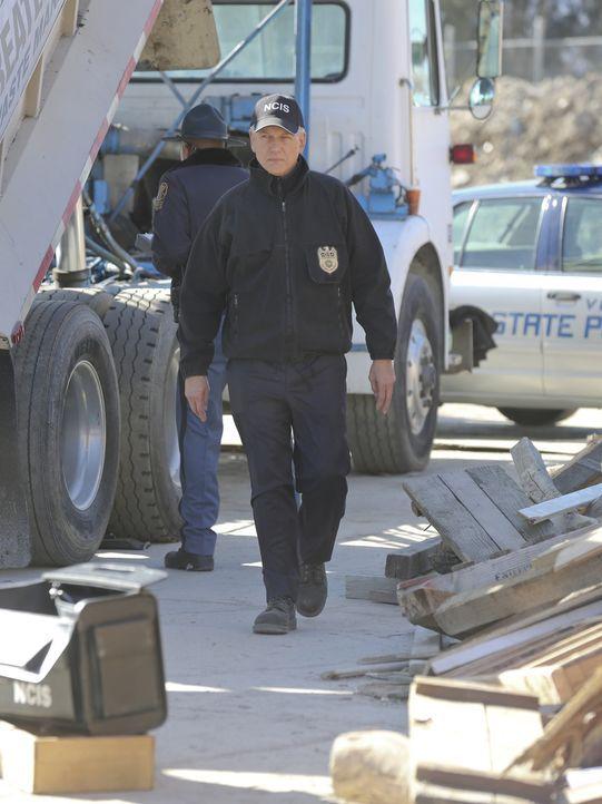 Gemeinsam mit seinem Team muss er einen neuen Fall lösen: Gibbs (Mark Harmon) ... - Bildquelle: Michael Yarish 2015 CBS Broadcasting, Inc. All Rights Reserved