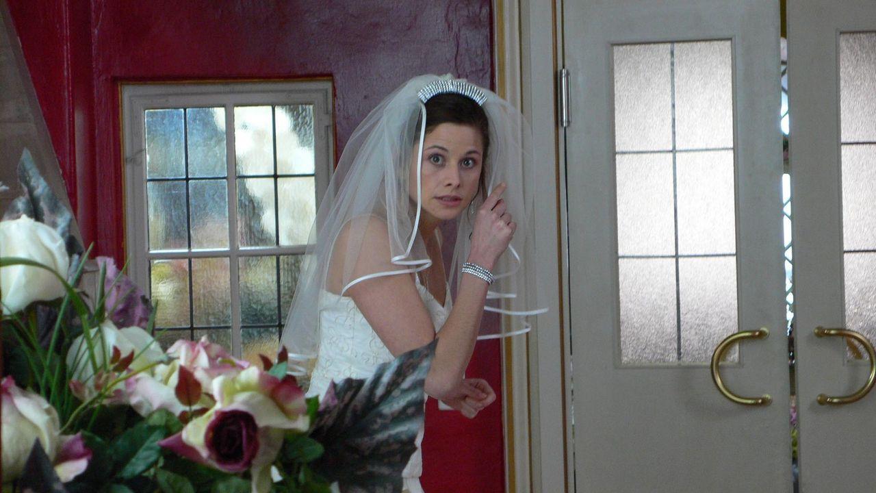 Als Kim (Ellenie Salvo Gonzáles) am Hochzeitsmorgen einen französischen Stripper in ihrem Bett vorfindet, hat sie ein echtes Problem ... - Bildquelle: ProSieben