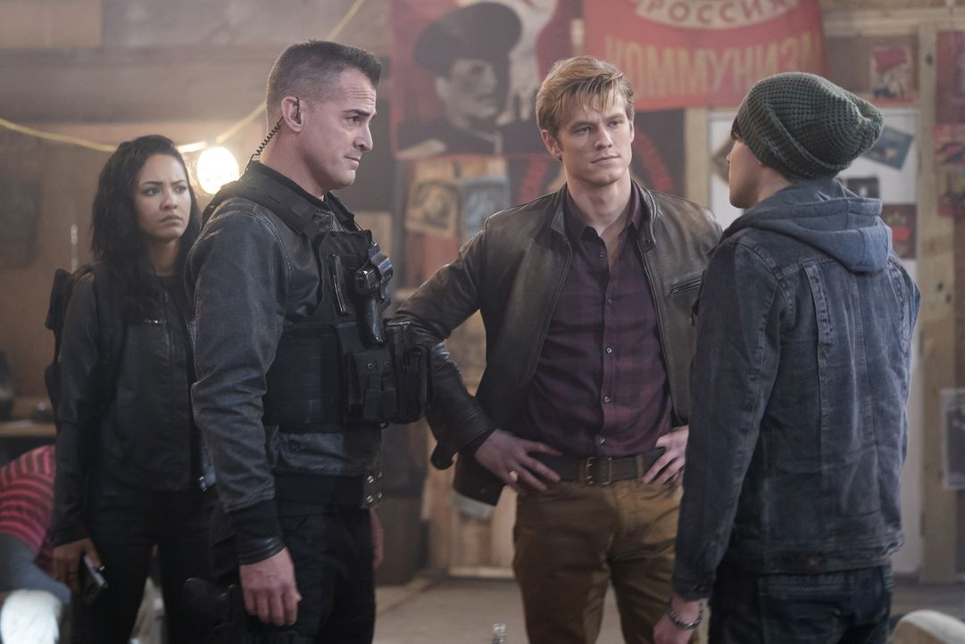 (v.l.n.r.) Riley Davis (Tristin Mays); Jack Dalton (George Eads); Angus MacGyver (Lucas Till) - Bildquelle: Annette Brown Annette Brown/CBS   2018 CBS Broadcasting, Inc. All Rights Reserved.
