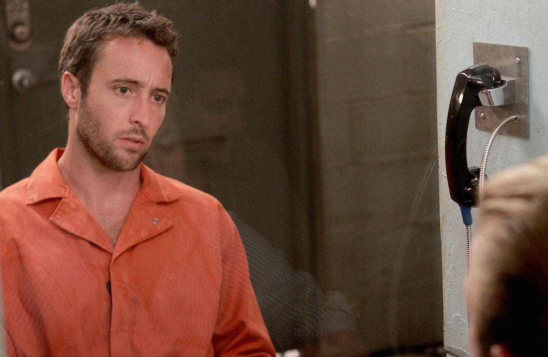 Als Danny (Scott Caan, r.) Steve (Alex O'Loughlin, l.) im Gefängnis besucht, bringt er einen weiteren Besucher mit, der seine Unschuld beweisen sol... - Bildquelle: TM &   CBS Studios Inc. All Rights Reserved.