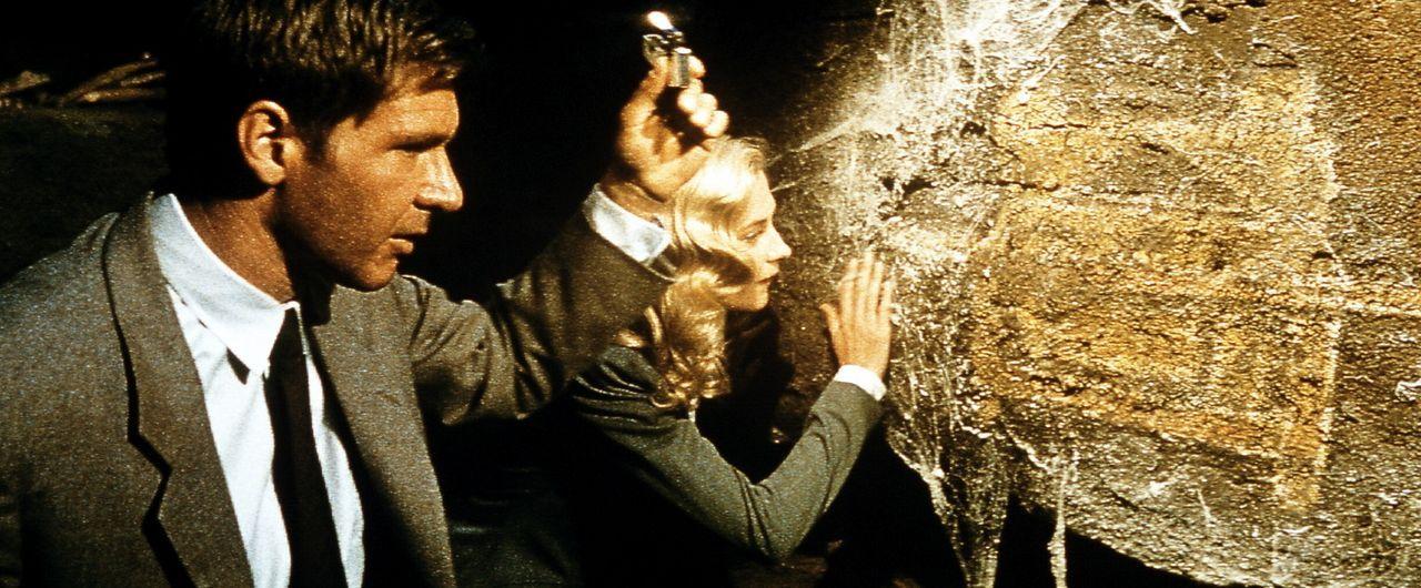 In den Katakomben Venedigs hofft Indy (Harrison Ford, l.), zusammen mit der attraktiven Elsa Schneider (Alison Doody, r.) die zweite Tafel zu finden... - Bildquelle: Paramount Pictures