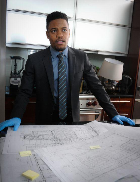 Während Detective Bell (Jon Michael Hill) sich in eine Kollegin verguckt, merkt Holmes plötzlich, dass seine Beziehung zu Fiona auf der Kippe steht... - Bildquelle: Jeff Neira 2016 CBS Broadcasting, Inc. All Rights Reserved