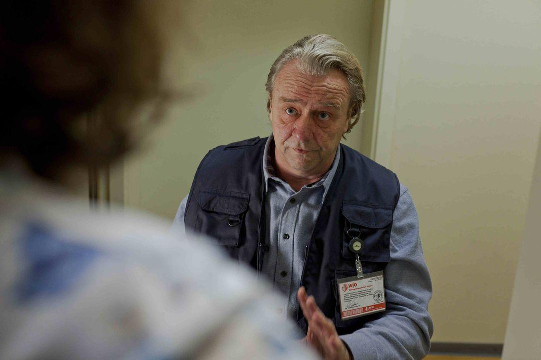 Zu Dannis großer Überraschung hat Kurt (Axel Siefer) einen Job als Facility-Manager bekommen. Mit Engagement, rasiert und gekämmt, geht er an sei... - Bildquelle: SAT.1