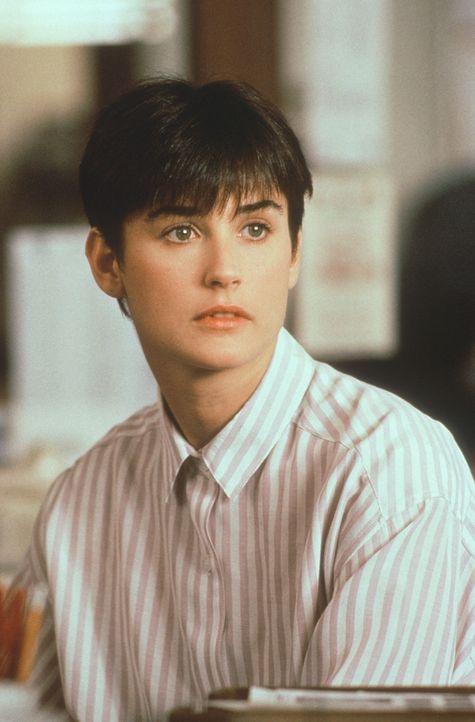 Die trauernde Molly (Demi Moore) weiß nicht, ob sie dem angeblichen Medium glauben soll ... - Bildquelle: Paramount Pictures