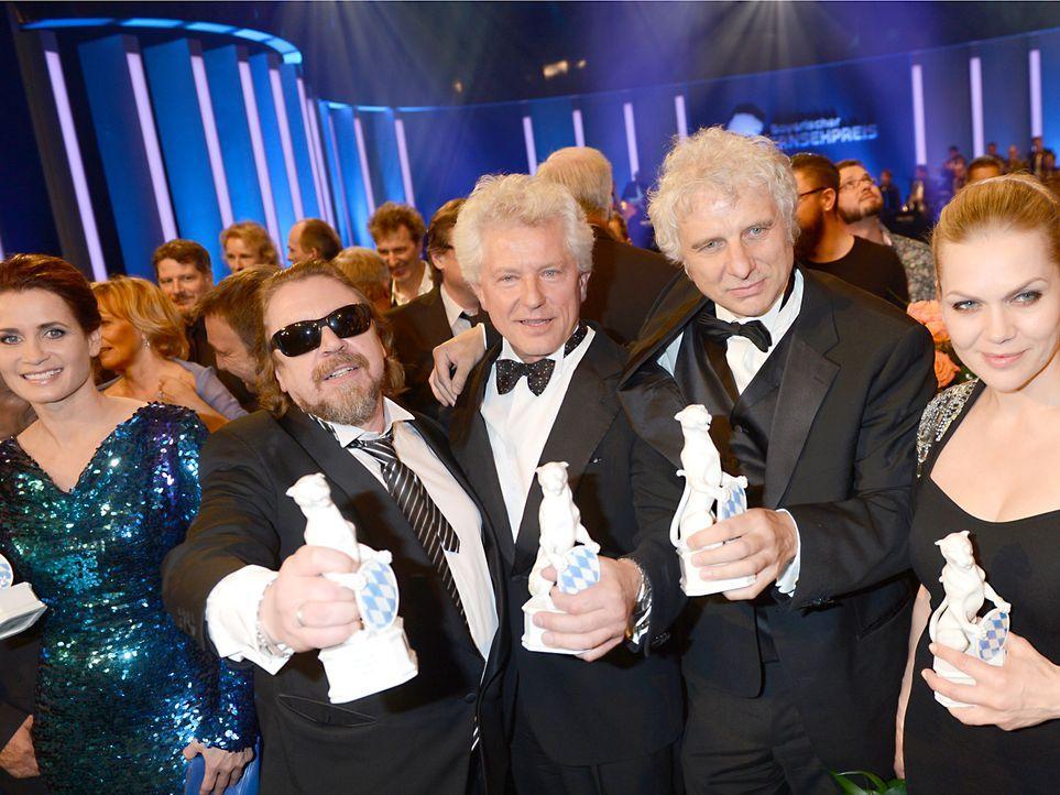 Bayerischer-Fernsehpreis-2012-Preistraeger-12-05-04-dpa - Bildquelle: dpa