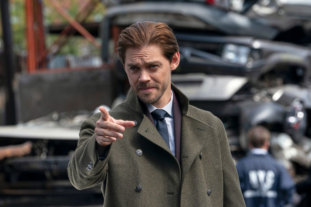 Malcolm Bright (Tom Payne) - Bildquelle: 2019 Warner Bros. Entertainment Inc. All Rights Reserved.