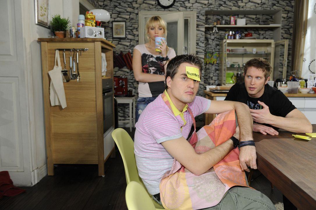 Bei einem Spielenachmittag entdecken Jojo (Bernhard Bozian, r.) und Lily (Jil Funke, l.) ihre gemeinsame Leidenschaft für Superhelden, die Lars (Al... - Bildquelle: SAT.1