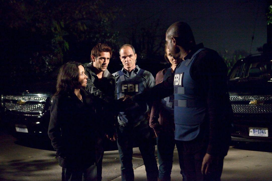 Ermitteln in einem neuen Fall: John (Michael Kelly, M.), Beth (Janeane Garofalo, l.), Sam (Forest Whitaker, r.), Gina (Beau Garrett, 2.v.r.) und Mic... - Bildquelle: ABC Studios