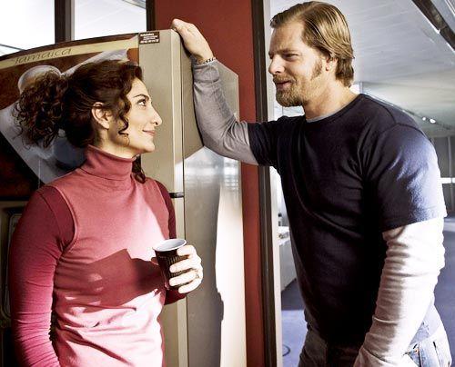 Macho bleibt Macho: In seinen Therapiegesprächen mit Tanja Haffner (Proschat Madani) fällt Mick (Henning Baum) gern aus der Patienten-Rolle... - Bildquelle: Martin Rottenkolber - Sat1