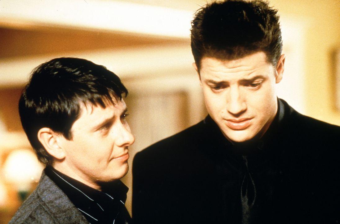 """Da das gutgläubige, altmodische """" Atombunker - Geschöpf"""" Adam (Brendan Fraser, r.) mit der Wirklichkeit völlig überfordert ist, gibt Troy (Dave... - Bildquelle: New Line Cinema"""