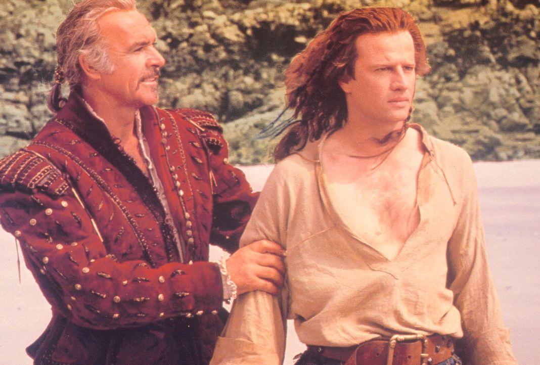 Der spanische Edelmann Ramirez (Sean Connery, l.) weiht MacLeod (Christopher Lambert, r.) in die Kunst des Kämpfens ein ... - Bildquelle: 20th Century Fox Film Corporation