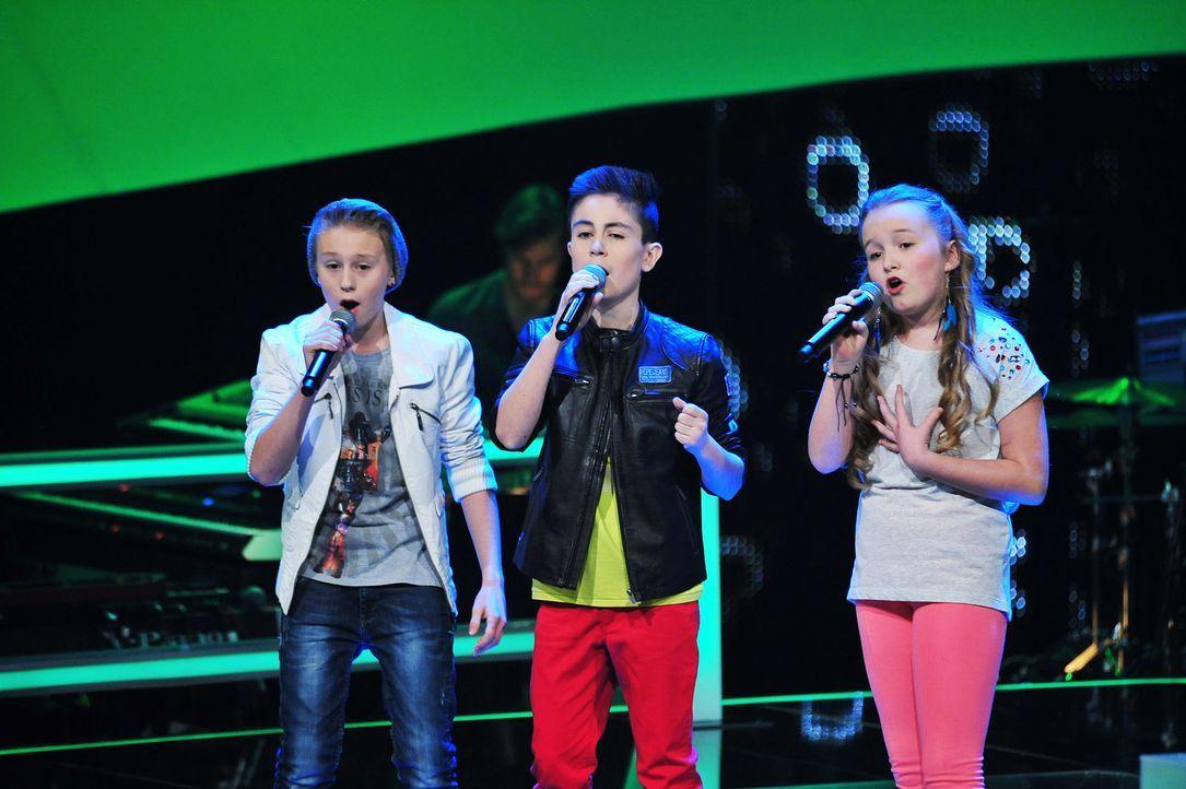 The-Voice-Kids-Stf02-Epi07-Vanessa-Joel-Leif-2-SAT1-Andre-Kowalski - Bildquelle: SAT.1/Andre Kowalski