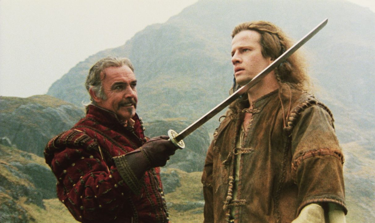 Im Kampf gegen den dämonischen Barbaren Kurgan nimmt der weise Edelmann Ramirez (Sean Connery, l.) den ungestümen Connor (Christopher Lambert, r.)... - Bildquelle: 20th Century Fox Film Corporation