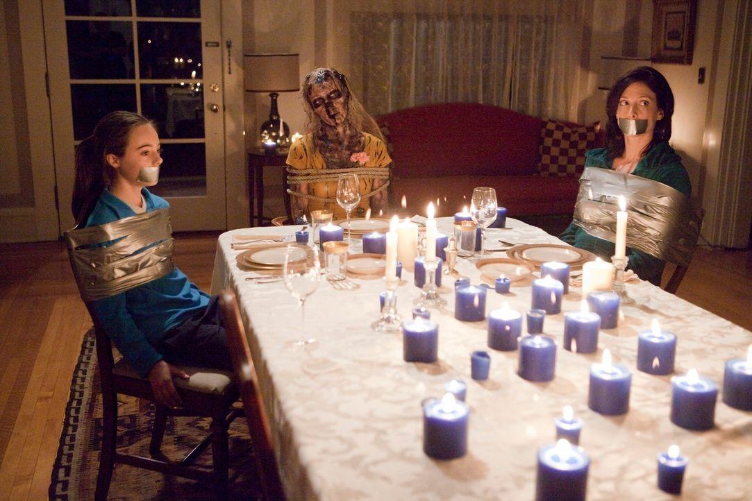 Werden die Profiler zur rechten Zeit eintreffen, um Erica (Ava Allan, l.) und ihre Mutter (Jennifer Riker, r.) vor dem Tod zu bewahren? - Bildquelle: ABC Studios