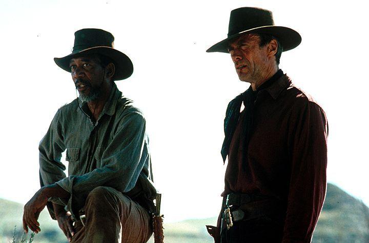 Munny (Clint Eastwood, r.) soll sich auf die Suche nach zwei Cowboys machen, die eine Prostituierte mit einer Rasierklinge brutal verstümmelt haben.... - Bildquelle: 1992 Warner Bros. Entertainment Inc. All rights reserved.