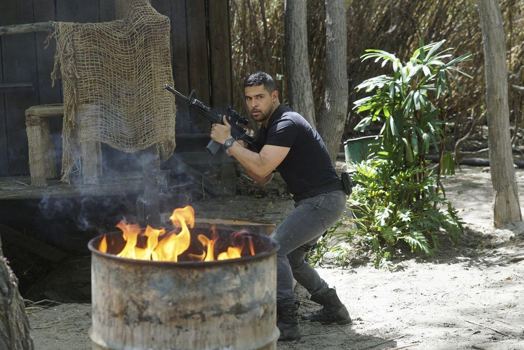 Bei der Suche nach einem Navy Seal gerät Torres (Wilmer Valderrama) unter Beschuss ... - Bildquelle: 2017 CBS Broadcasting, Inc. All Rights Reserved.