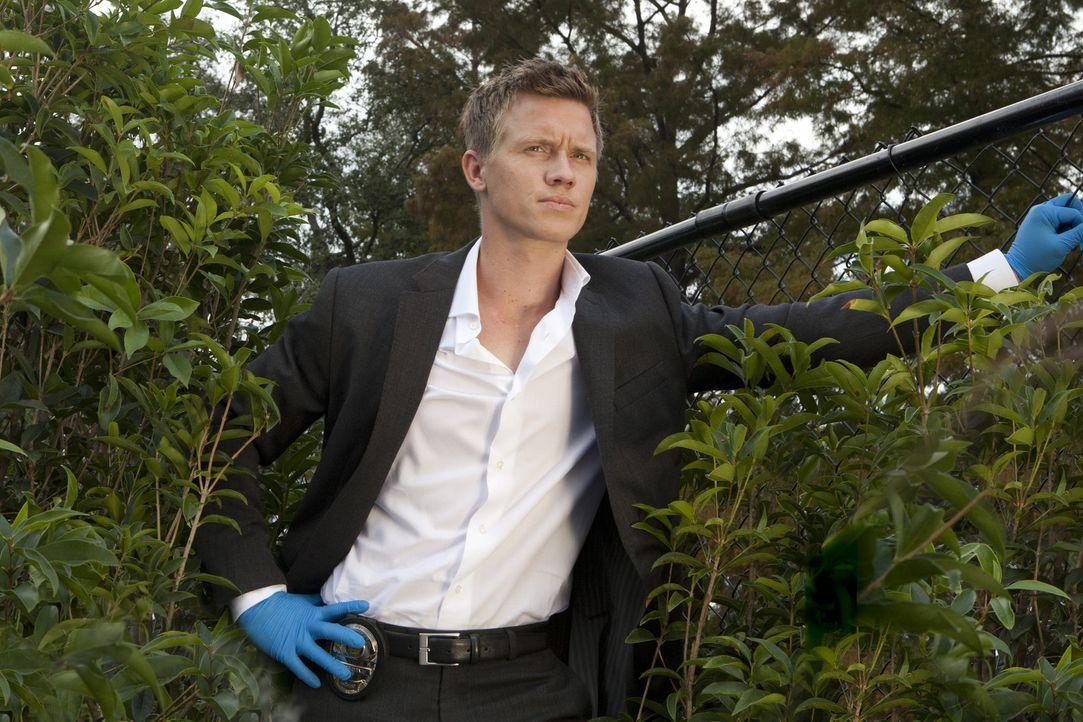 Arbeitet gemeinsam mit Travis an einem neuen Mordfall: Wes (Warren Kole) ... - Bildquelle: 2012 USA Network Media, LLC