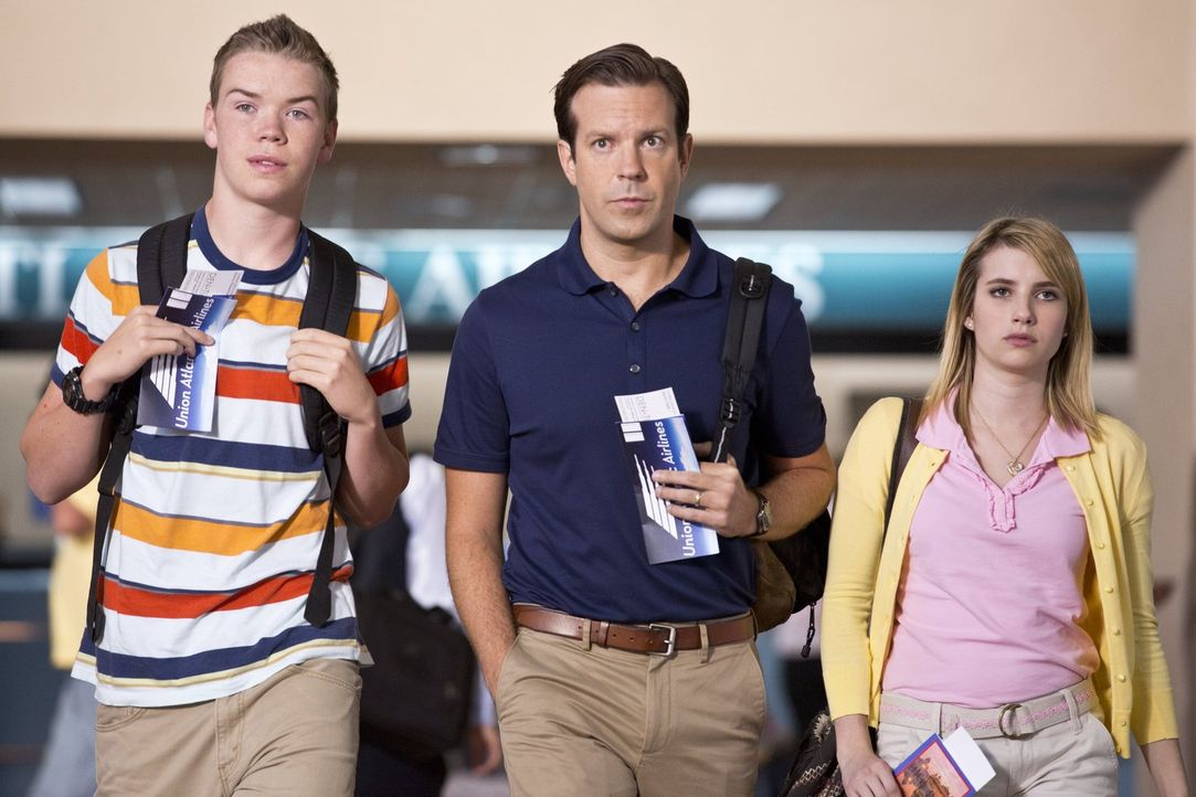 Müssen lernen, auf normale Familie zu machen - aber das ist gar nicht so einfach: David (Jason Sudeikis, M.), Kenny (Will Poulter, l.) und Casey (Em... - Bildquelle: 2013 Warner Brothers.  All rights reserved.