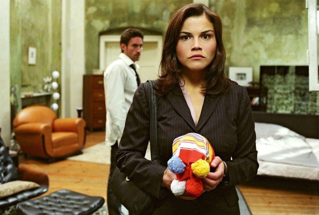 Melancholisch müssen Uli (Benjamin Sadler, hinten) und Pia (Katharina Wackernagel, vorne) feststellen, dass sie einander verloren haben...Ist das wi... - Bildquelle: Sat.1