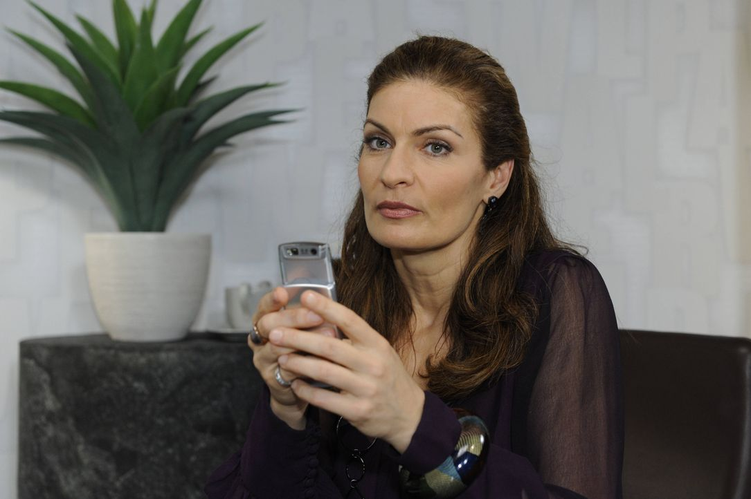 Natascha (Franziska Matthus) möchte Richard überzeugen, David an den Kimmo-Fall zu setzten ... - Bildquelle: SAT.1