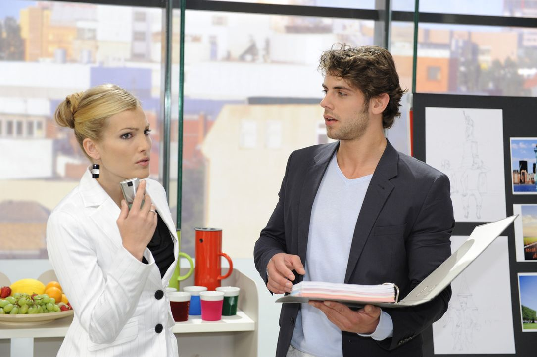 Annett (Tanja Wenzel, l.) entwickelt einen Plan, um Natascha loszuwerden. Jonas (Roy Peter Link, r.) weiß nicht so recht, was er davon halten soll... - Bildquelle: Sat.1