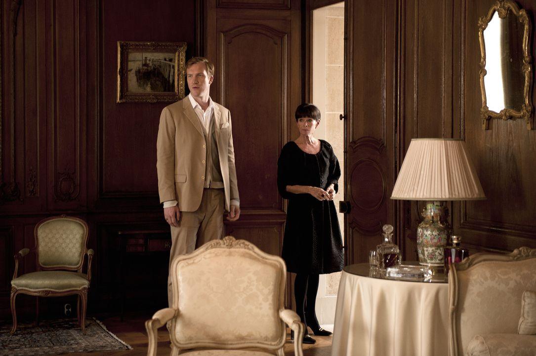 Bei den Ermittlungen in einem neuen Mordfall stoßen Jo und seine Kollegen auf Francois (Luke Neal, l.) Liliane Coberg (Geraldine Chaplin, r.). Doch... - Bildquelle: Stéphanie Dupont Atlantique Productions