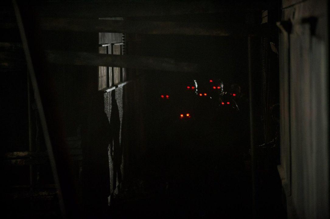 Sie kommen, sie suchen, und schließlich finden sie den Bunker: die Atmer, die den Tod im Gepäck mit sich führen ... - Bildquelle: 2015 Warner Bros.
