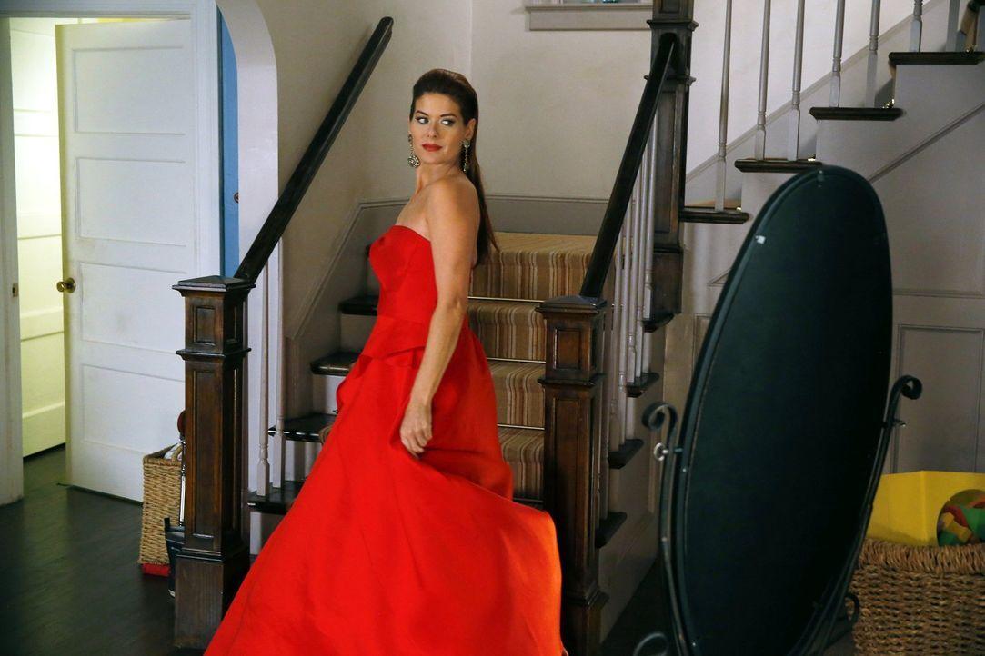 Als ein Assistent eines Fashion Designers ermordet wurde, schleust sich Laura (Debra Messing) undercover bei der Fashion Week ein, um den Mörder zu... - Bildquelle: Warner Bros. Entertainment, Inc.