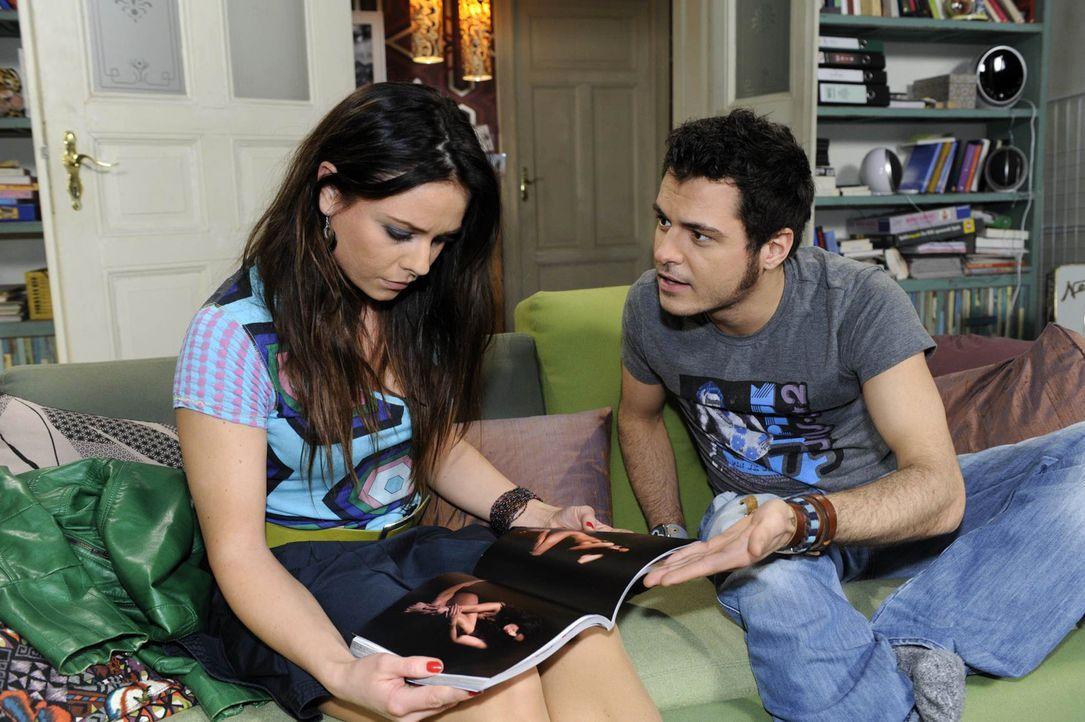 Als Maik (Sebastian König, r.) erfährt, dass Paloma (Maja Maneiro, l.) überhaupt nicht auf den Fotos abgebildet ist, steckt er plötzlich selbst... - Bildquelle: SAT.1