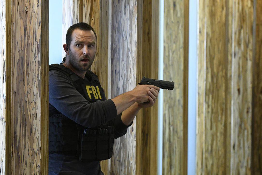 Ahnt nicht, dass seine schwangere Freundin ins Visier der Gangster gerät: Weller (Sullivan Stapleton) ... - Bildquelle: Warner Brothers