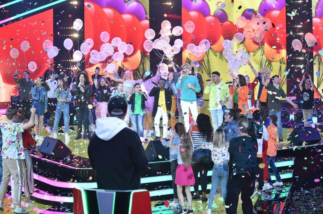 Alle Kids nach Opening mit Luftballons - Bildquelle: SAT.1 / Andre Kowalski
