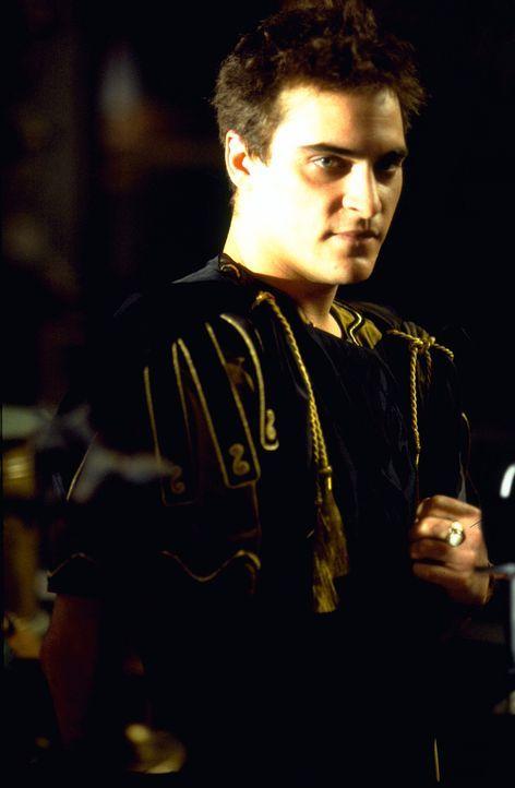 Marcus Aurelius Sohn Commodus (Joaquin Phoenix) wird ins Feldlager nach Germanien befohlen und erfährt von seinem Vater, dass er in der Thronfolge ü... - Bildquelle: Universal Pictures