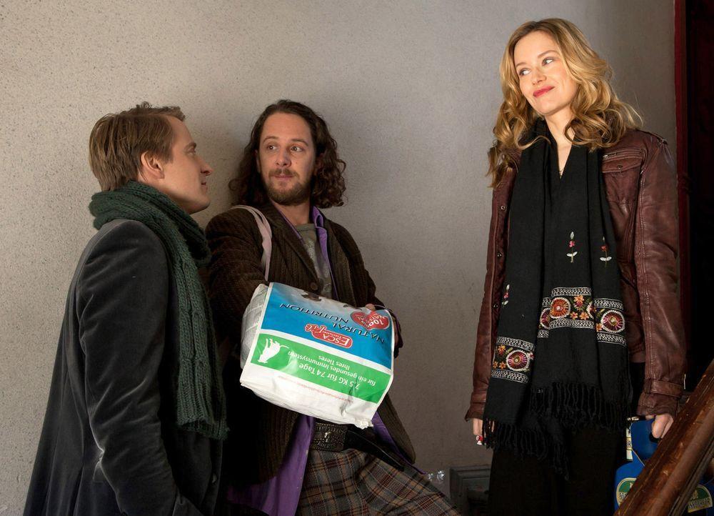 Während David (Max von Pufendorf, l.) und Düse (Marian Meder, M.) mit einem typischen Männerabend den Tag ausklingen lassen möchten, hat Nina (S... - Bildquelle: Conny Klein SAT.1
