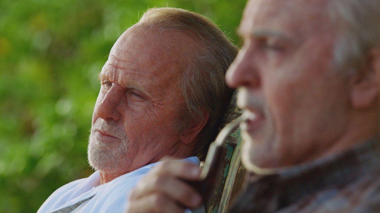 Während Danny (Scott Caan) in Lebensgefahr schwebt und halluziniert, sieht er sich und McGarrett in der Zukunft als zwei alte Männer, die noch immer... - Bildquelle: 2017 CBS Broadcasting Inc. All Rights Reserved.