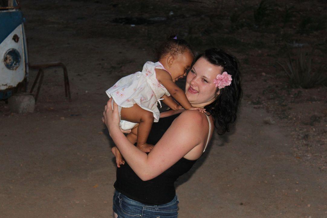 Rund 450 Kilometer vor der Küste Senegals, mitten im Atlantischen Ozean liegt der Mini-Insel-Staat Kap Verde. Die 17-jährige Anne (r.) soll hier l... - Bildquelle: kabel eins