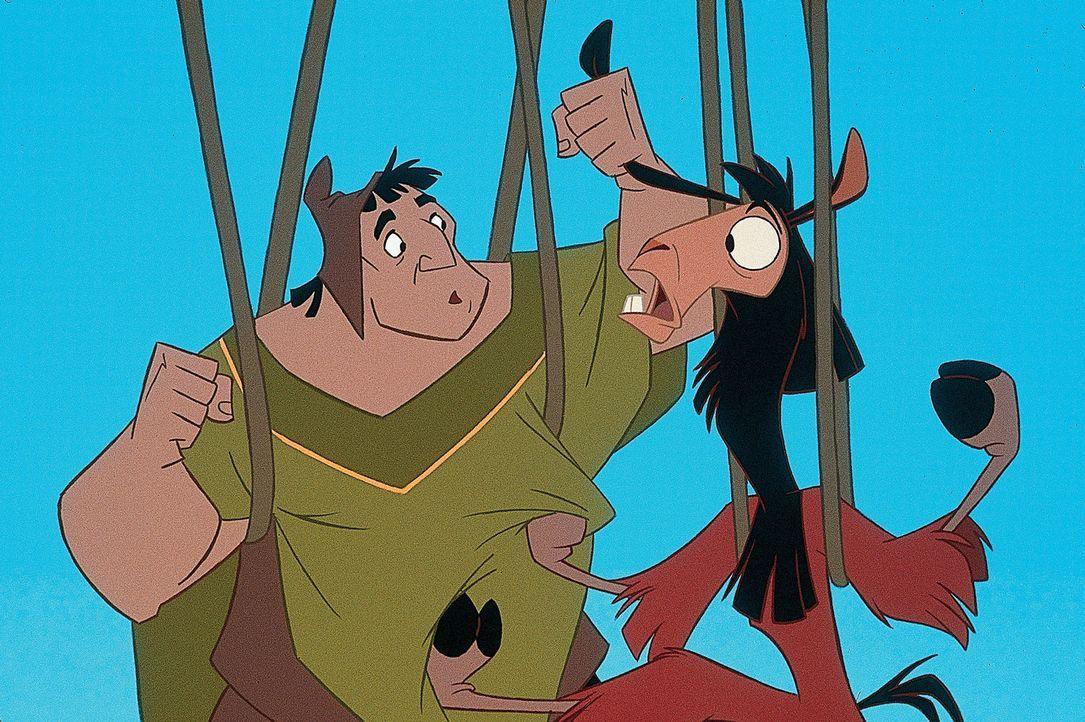 Ob der gutmütige Bauer Patcha (l.) merkt, dass es sich bei dem sehr menschlichen Lama (r.) eigentlich um den arroganten König Kuzco handelt? - Bildquelle: Disney Enterprises Inc.