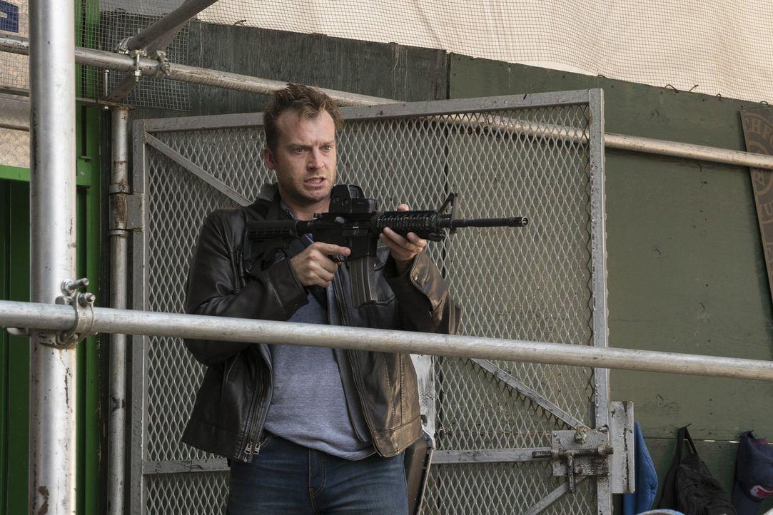 Hat Gibson (Robert Eli) etwas mit dem Fall um Jane zu tun? - Bildquelle: Warner Brothers