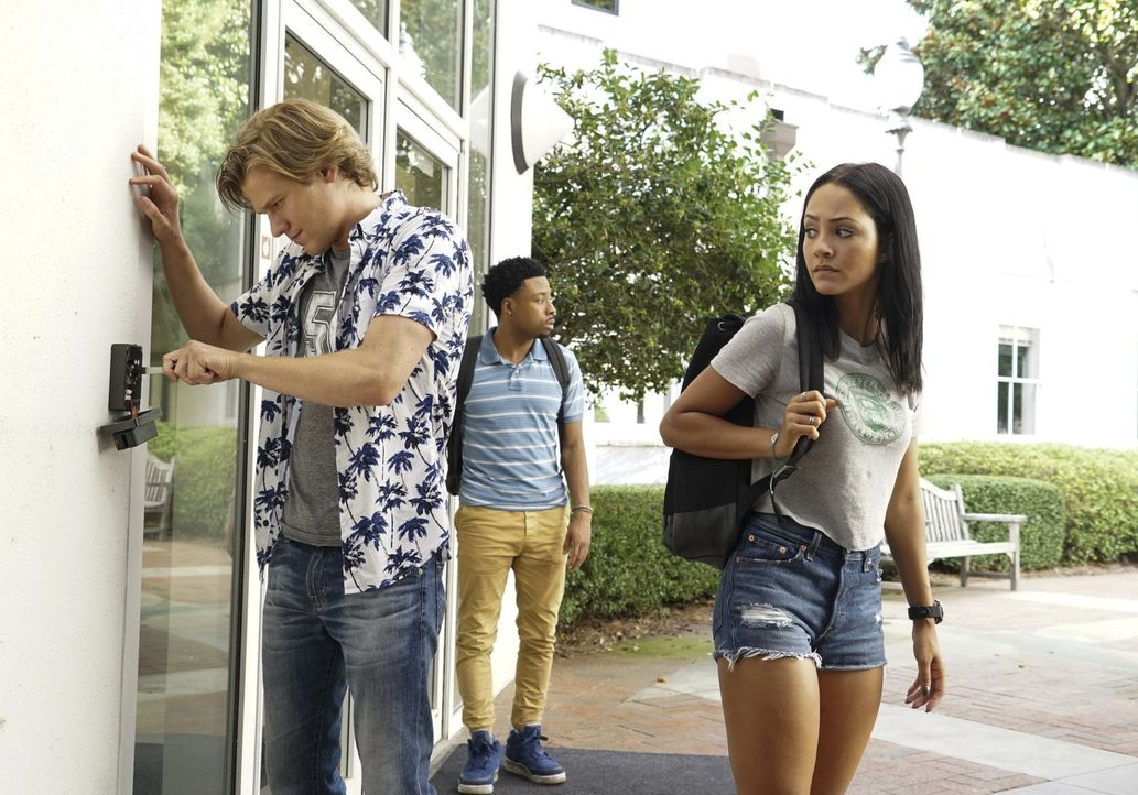 (v.l.n.r.) MacGyver (Lucas Till); Wilt Bozer (Justin Hires); Riley Davis (Tristin Mays) - Bildquelle: Annette Brown 2018 CBS Broadcasting, Inc. All Rights Reserved.