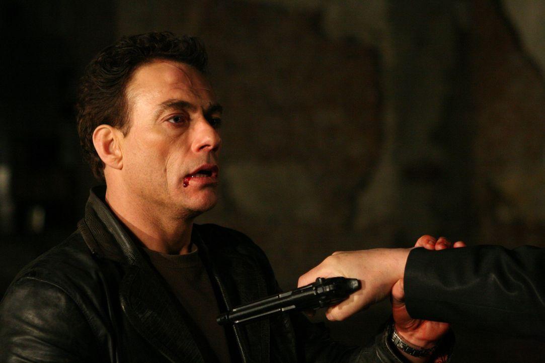 Nach dem Kopfschuss wird aus Anthony Stowe (Jean-Claude Van Damme) ein völlig neuer Mensch. Er will sein verbocktes Leben nun in die richtigen Bahn...