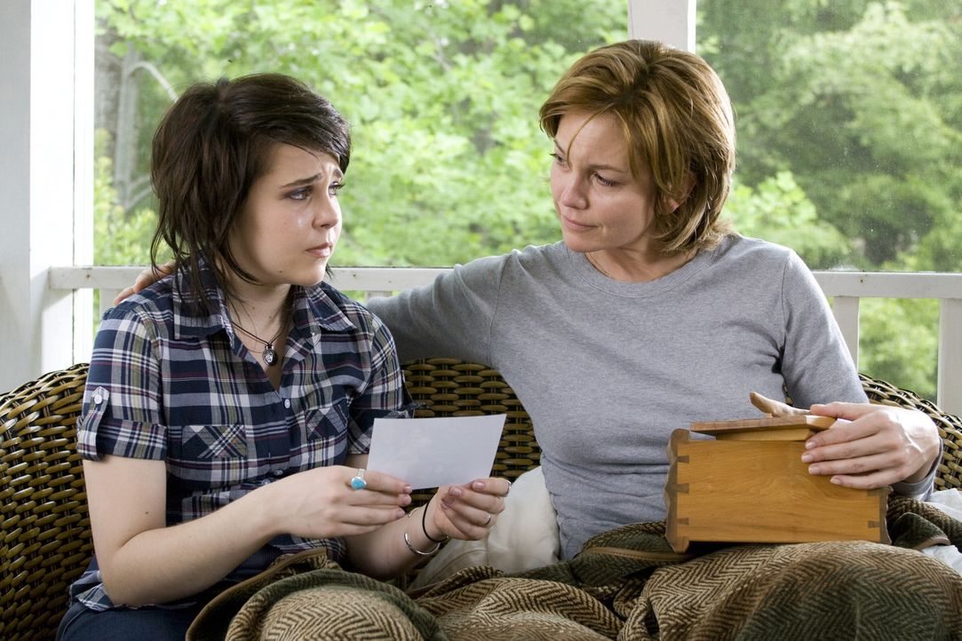 Adriennes (Diane Lane, r.) Leben ist alles andere als einfach. Ihre Ehe ist gescheitert, die Erziehung ihrer beiden Kinder Danny und Amanda (Mae Whi... - Bildquelle: Warner Bros.
