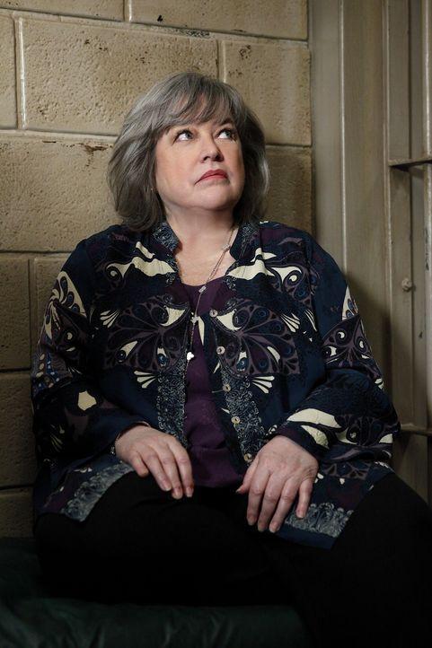 Nachdem Damien sich für Chunhua an Carl gerächt hat, muss sich Harriet (Kathy Bates) einiges einfallen lassen, um ihn wieder aus dem Gefängnis zu... - Bildquelle: Warner Bros. Television
