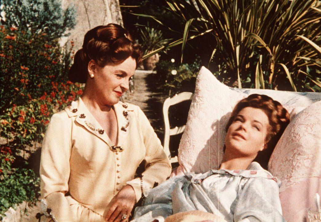 Die Pläne der jungen Kaiserin Sissi (Romy Schneider, r.) werden durchkreuzt, als sie wegen eines Lungenleidens in den Süden zu ihrer Mutter Herzogin... - Bildquelle: UFA-Filmverleih