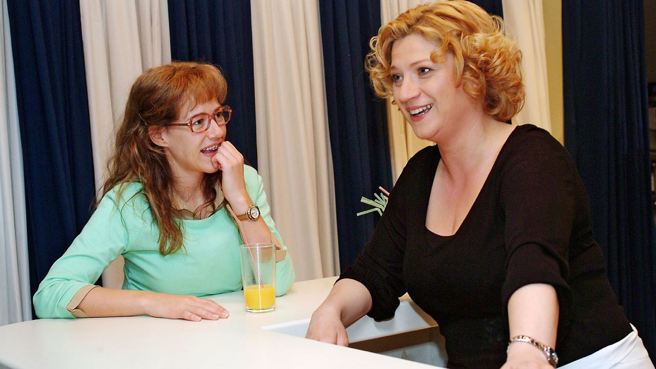 verliebt-in-berlin-epi-65-03-SAT1-Monika-Schuerle - Bildquelle: Sat.1/Monika Schürle
