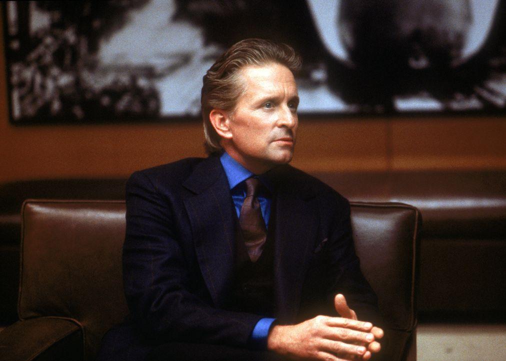 Eigentlich ist der erfolgreiche Industrielle Steven Taylor (Michael Douglas) schon längst nicht mehr an der Ehe mit der Millionenerbin interessiert,... - Bildquelle: Warner Bros.
