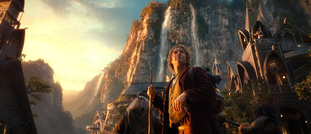 Im Kampf gegen Orks, Trolle und den Schänder versucht Hobbit Bilbo (Martin Freeman), den Feuerdrachen zu besiegen und das Zwergenvolk zu befreien -... - Bildquelle: 2012 METRO-GOLDWYN-MAYER PICTURES INC. AND WARNER BROS.ENTERTAINMENT INC. ALL RIGHTS RESERVED.