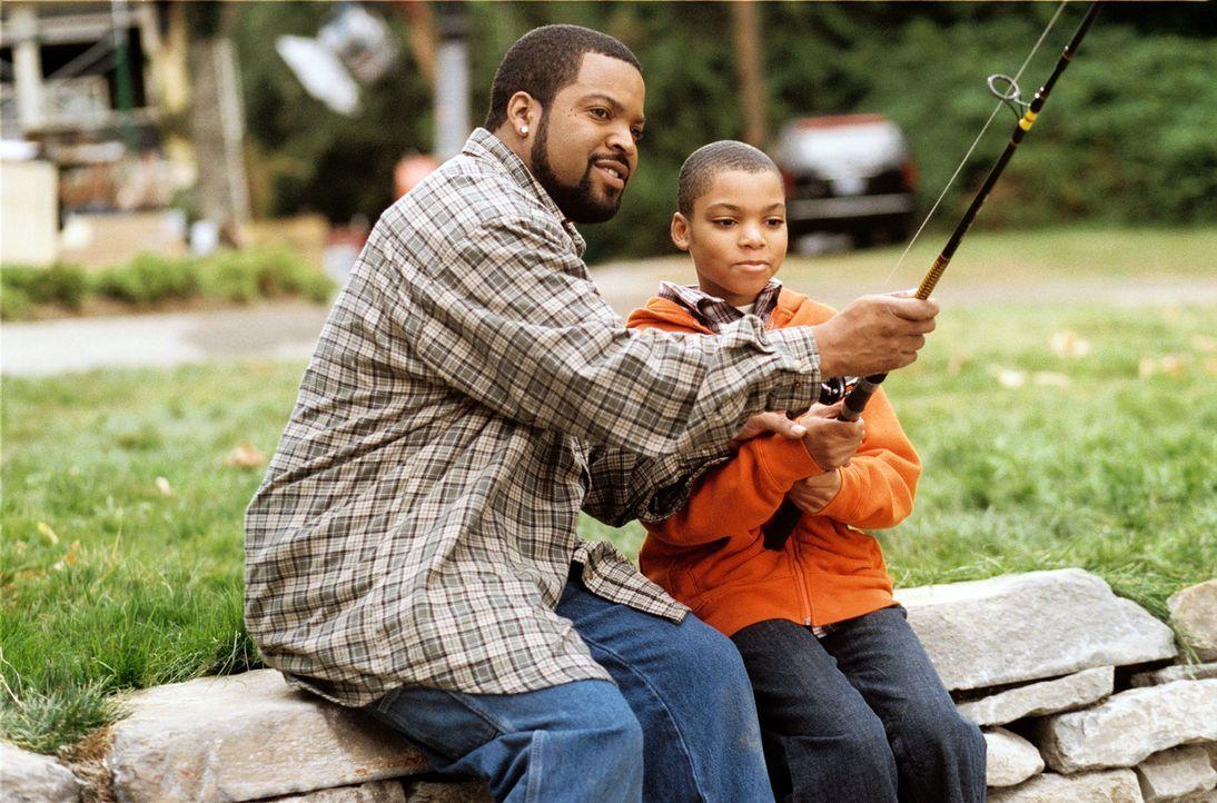 Das Paar Nick (Ice Cube, l.) und Suzanne verschlägt es von der Stadt aufs Land. Um ihren Kindern (Philip Bolden, r.) ein besseres Leben in idyllisch... - Bildquelle: 2007 Revolution Studios Distribution Company, LLC. All Rights Reserved.