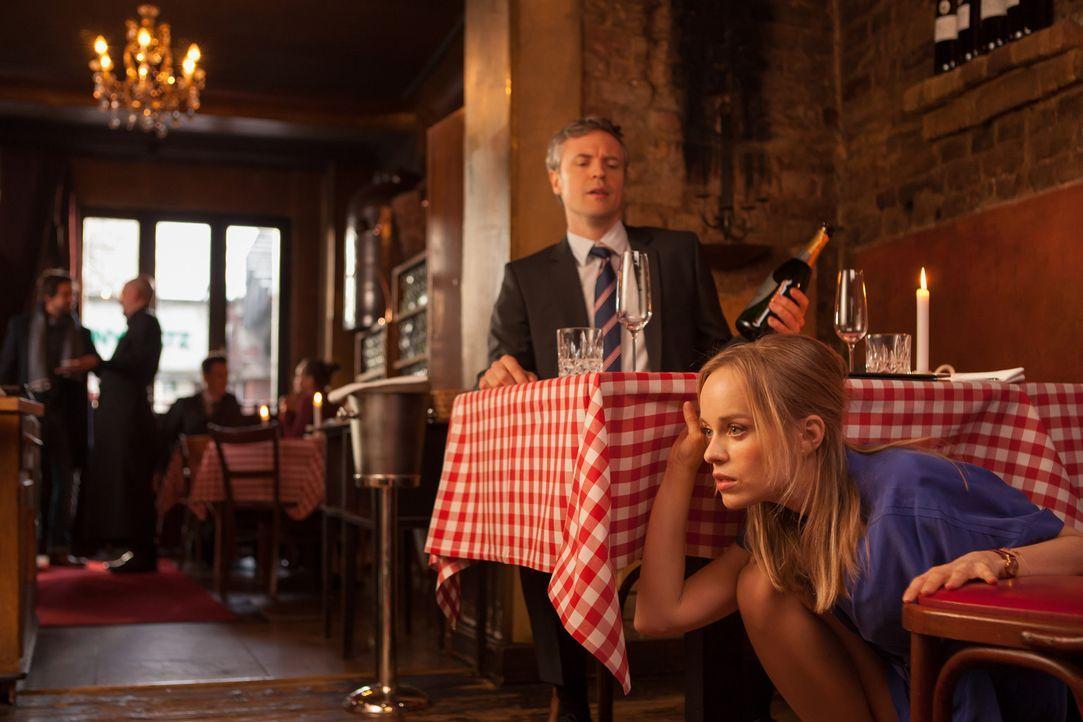 Eigentlich ist Torben (Daniel Aichinger, hinten) total stolz auf sich, denn er hat es geschafft, sich endlich von seiner Frau zu trennen, um Hannah... - Bildquelle: Conny Klein SAT.1