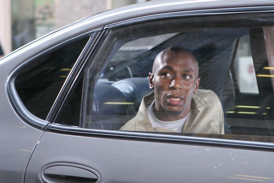 Der Kleinkriminelle Eddie Bunker (Mos Def) soll um 10 Uhr vor einem Untersuchungsausschuss aussagen und muss aus seiner Zelle zum Gerichtsgebäude g... - Bildquelle: Nu Image