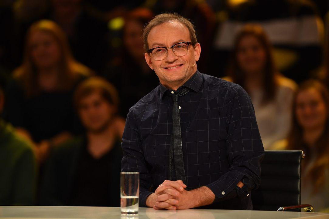 Stellt sich kuriosen Fragen aus allen Wissensbereichen: Comedian Wigald Boning ... - Bildquelle: Willi Weber SAT.1